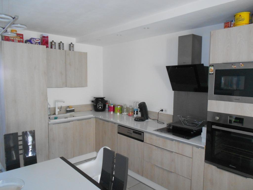 Maison Santes, 95 m², quatre chambres, jardin.