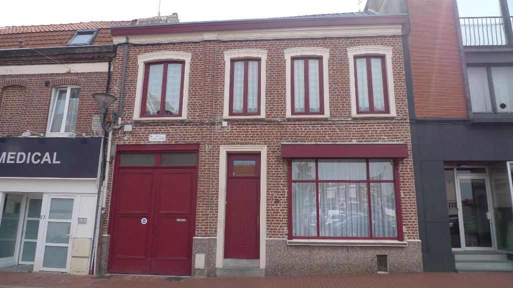 59320-Haubourdin Large maison de ville avec porte cochère