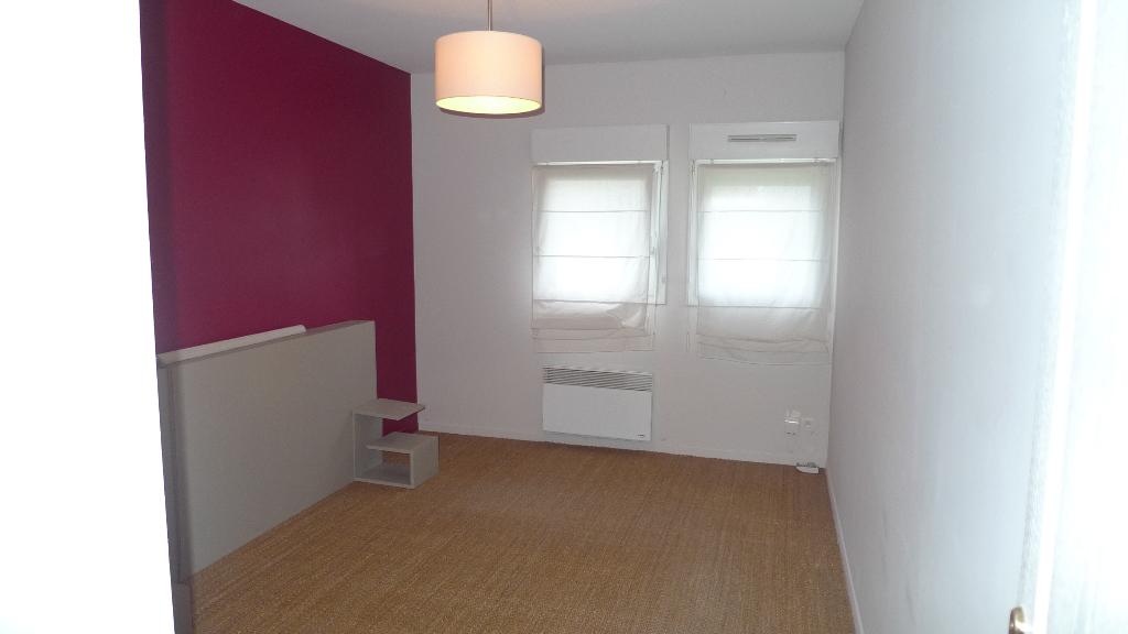 59120 LOOS- Jolie maison atypique