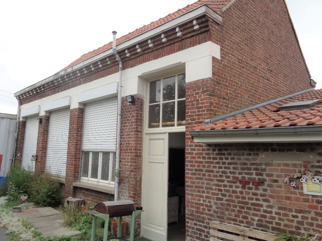 Ensemble immobilier Maison individuelle de caractère+ entrepôt